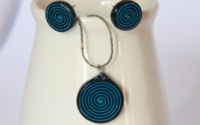 How to Make Spiral Circle Paper Quilled Earrings and Pendant Jewelry Set