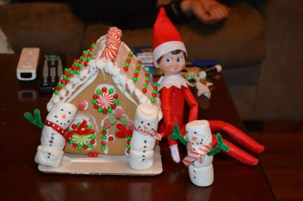 Christmas Traditions - Gingerbread house & train