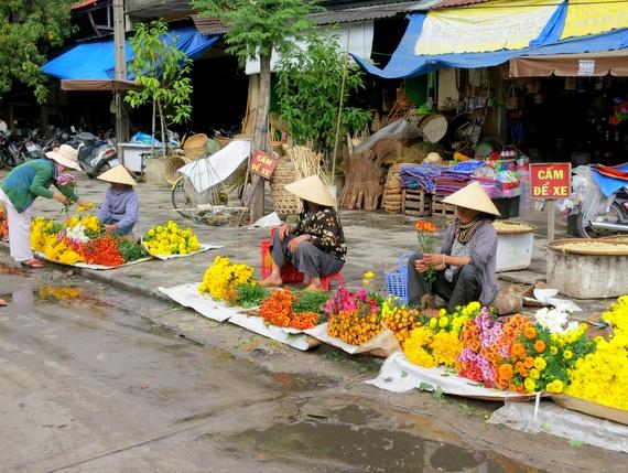 Hoi An Ladies selling flowers