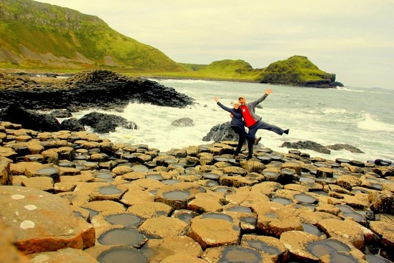 couples travel Giants Causeway