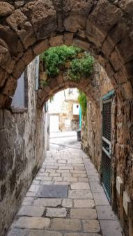 The stone streets are a beautiful maze.