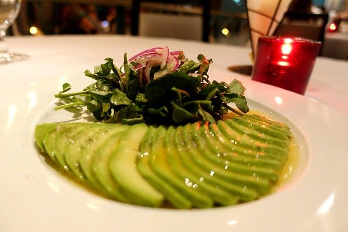 Ensalada de Aguacate y Berro - Victor's Cafe