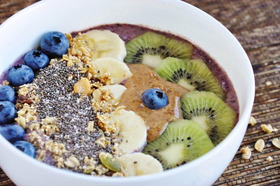 Blueberry Banana Acai Bowl (3)