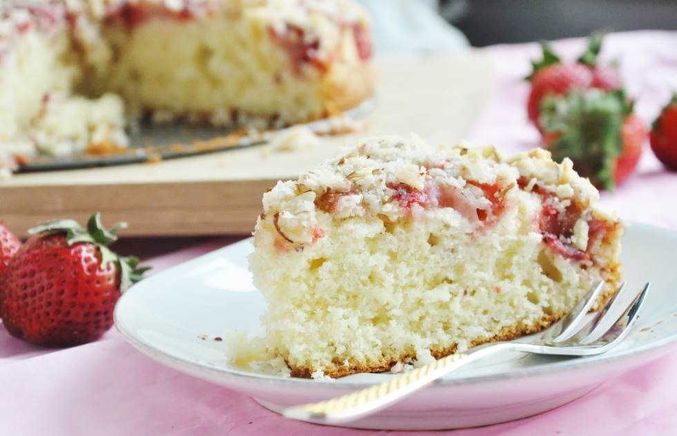 Strawberry Almond Crumb Cake