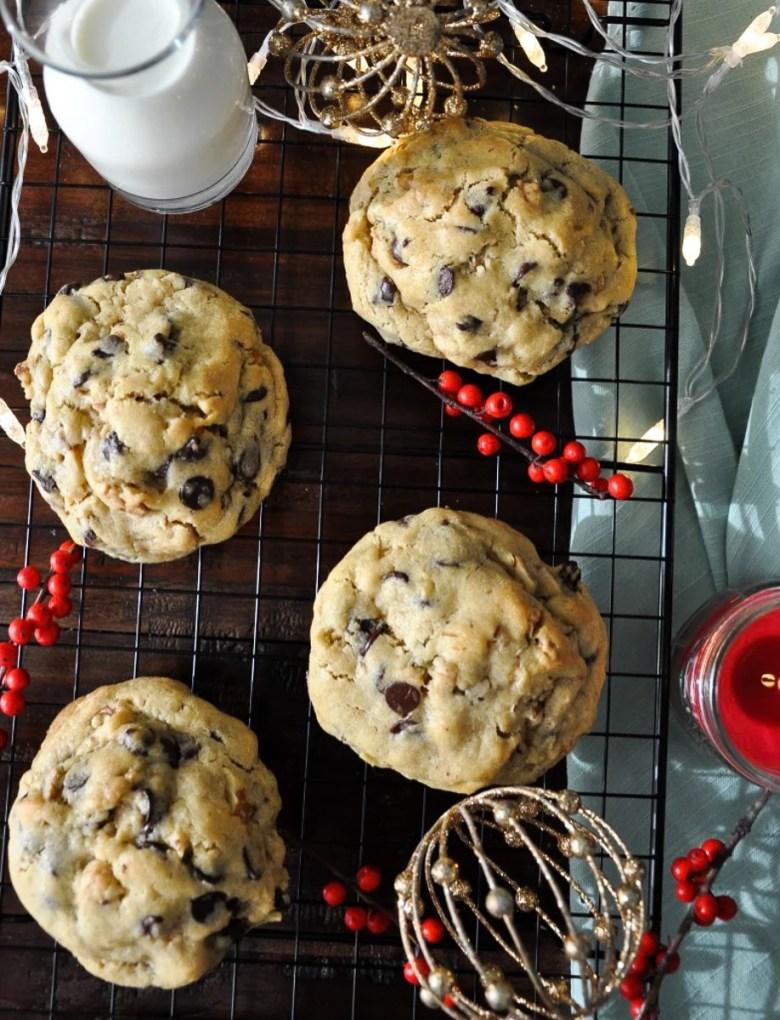 Levain Bakery Chocolate Chip Walnut Cookies