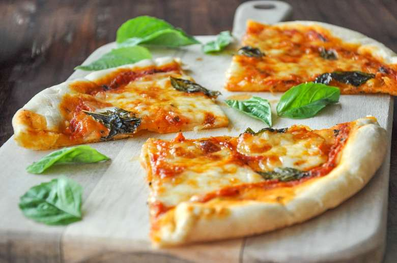 Margherita Pizza (5 Ingredients, vegetarian)