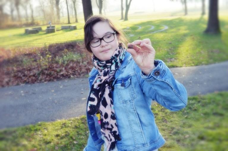 Mädchen mit Down Syndrom