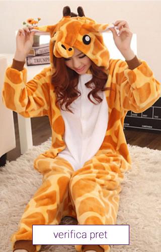 Pijama tip salopeta, model girafa