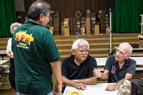 Even the men (Calvin Kumano, Calvn Abe and Dave Bealer) took time to talk story.