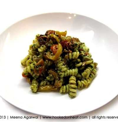 Quick, Healthy Weeknight Meal: Pesto Pasta