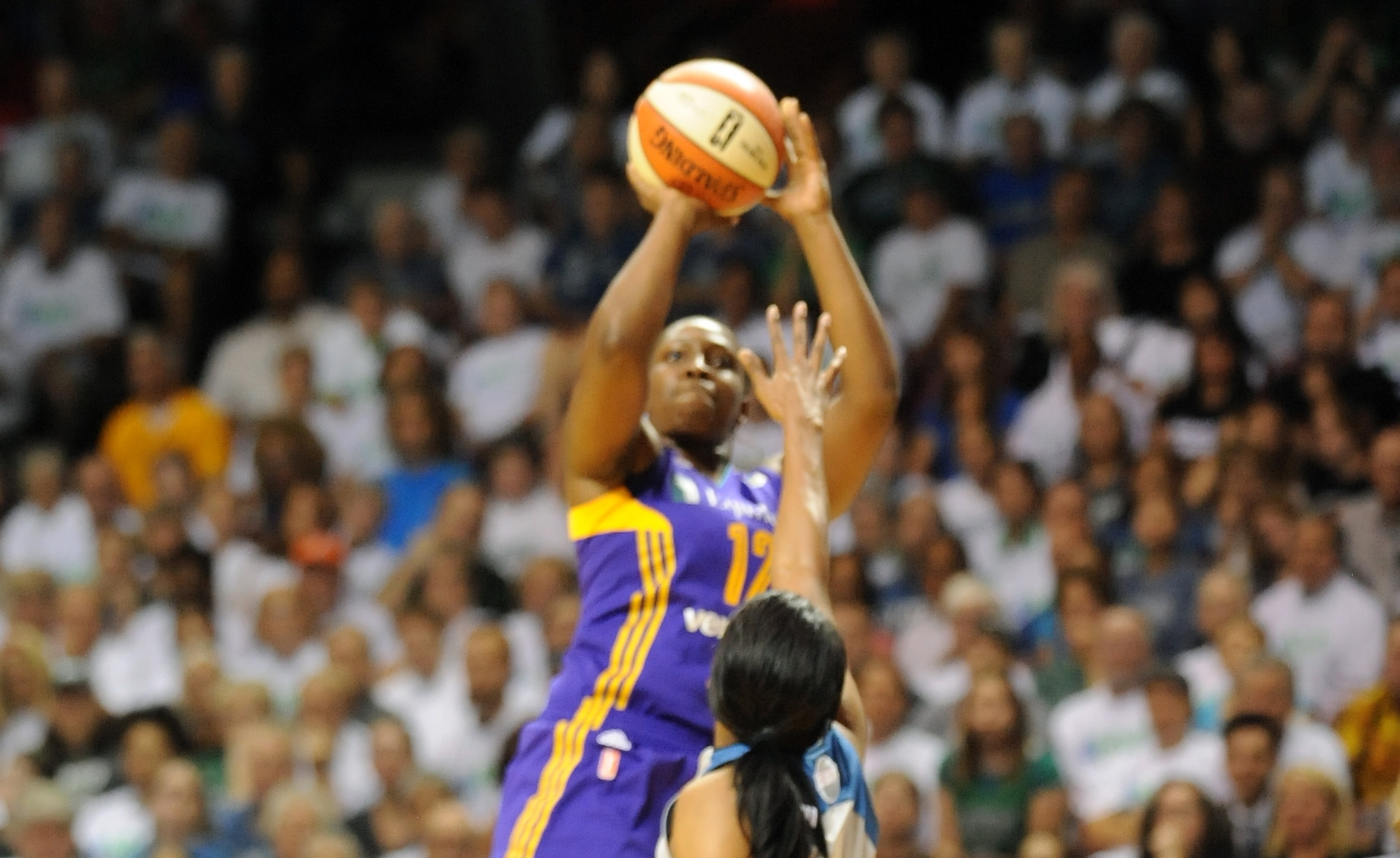 Chelsea Gray propels Sparks to victory in Finals game one, Los Angeles tops Minnesota 85-84