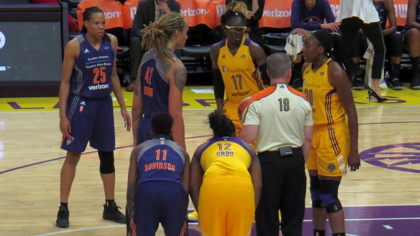 Ogwumike leads Los Angeles, Sparks stifle Taurasi, take game one in semifinals vs. Phoenix