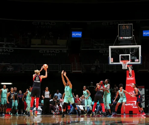 WASHINGTON (July 28, 2018) - Elena Delle Donne hits the winning shot vs. New York. Photo: NBAE/Getty Images.