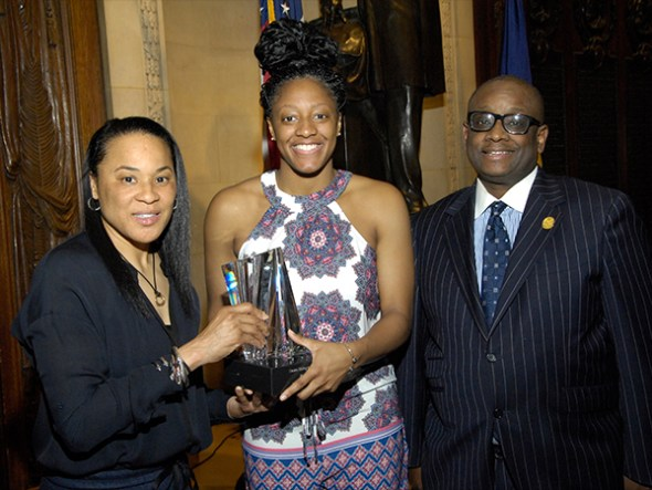 Kelsey Mitchell receives the 2019 Dawn Staley Award. Photo: Phoenix Club of Philadelphia.