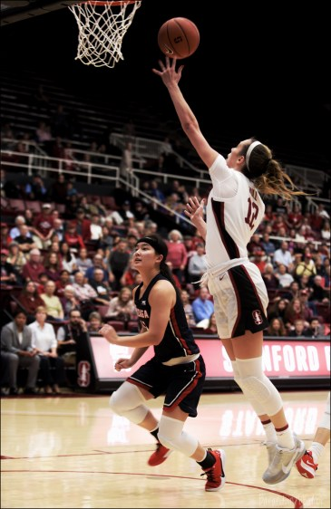 Nov. 17, 2019 (Stanford, Calif.) - Stanford's Lexie Hull shoots over Gonzaga's Kayleigh Truong. Photo: Baraduin Briggs, all rights reserved.
