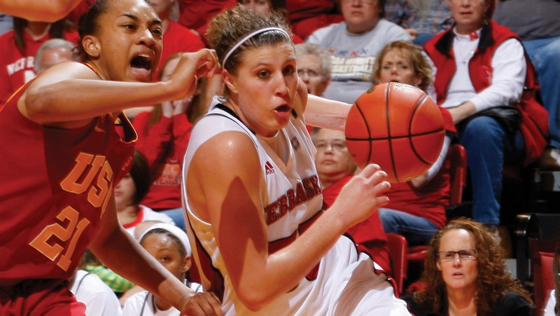 Dishin & Swishin Q&A looks at the Class of 2014: Jordan Hooper…with a name like that, she's got to be good!
