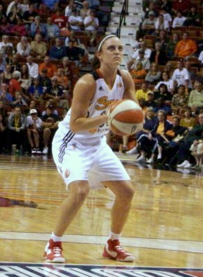 Kelly Faris.