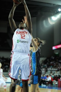 Quanitra Hollingsworth during the FIBA World Olympic Qualifying Tournament for Women. Photo: FIBA.