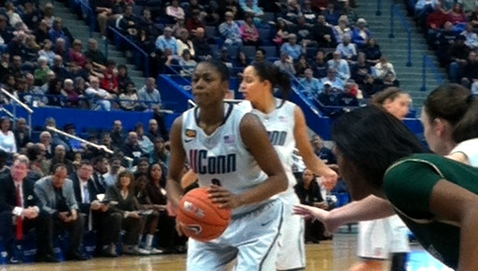 Hayes sets UConn record for points in back-to-back games as Huskies handle USF Bulls