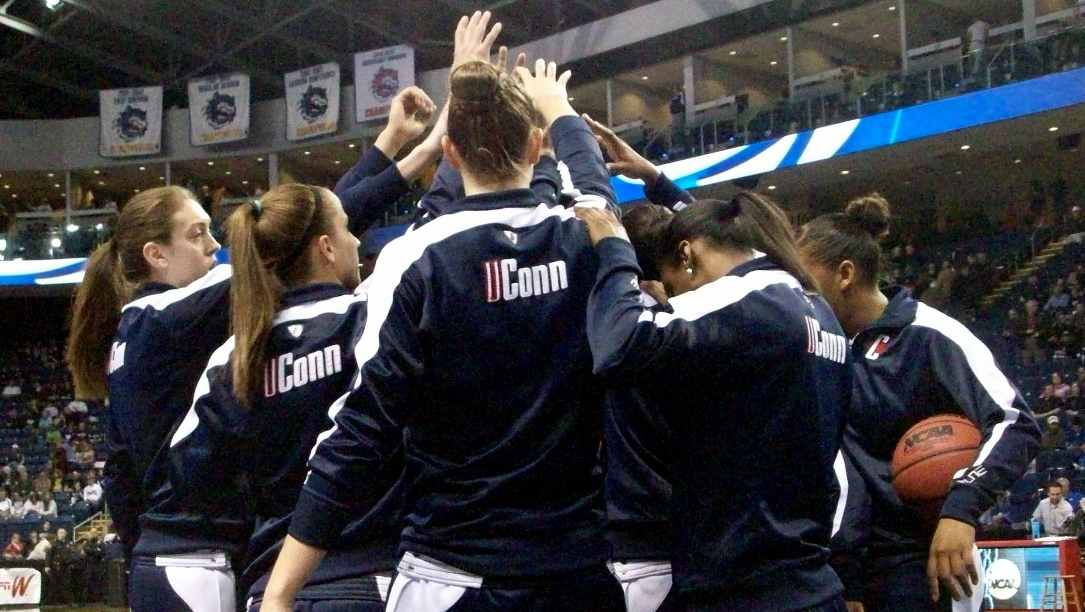UConn overcomes slow start to blow out Kentucky 83-53 and advance to New Orleans