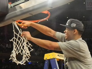 Shabazz Napier cuts down the net at Madison Square Garden after Connecticut's 60-54 win over Michigan State (Ray Floriani photo)