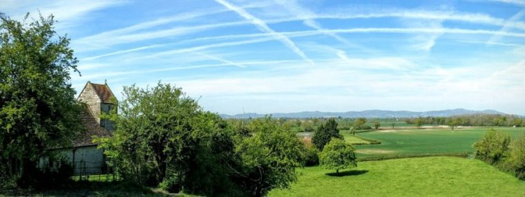 The view west, looking towards the Malvern Hills