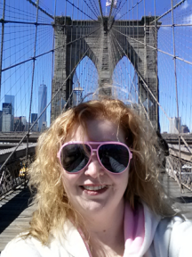 Mélanie on the Brooklyn Bridge
