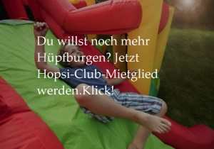 Bild lachender Junge auf Hüpfburg