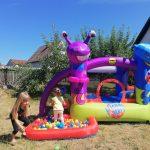 Kids im Bällebad von Hüpfburg Poldi & Goldi