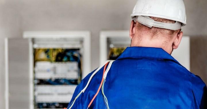Te sorprenderá cómo luchan las eléctricas contra los enganches ilegales