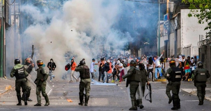 Juan Guaidó intenta mantener la presión sobre Nicolás Maduro con un gran apoyo popular