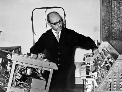 Primeros estudios de musica electronica