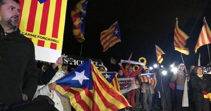 Protestas en el traslado de los líderes independentistas para ser juzgados en Madrid