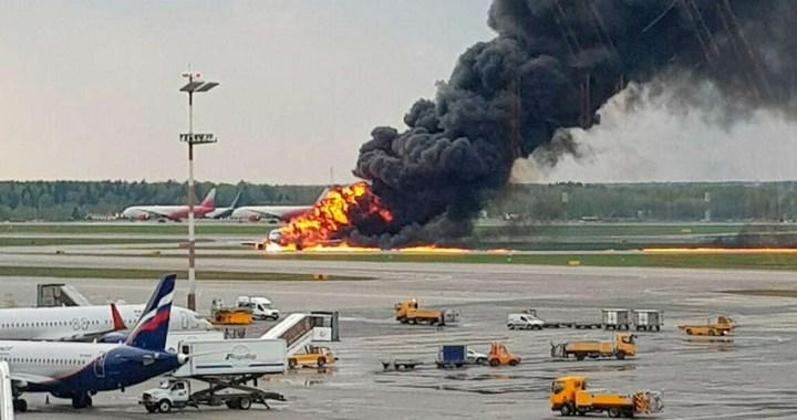 Al menos 41 muertos tras un aterrizaje de emergencia en un aeropuerto de Moscú