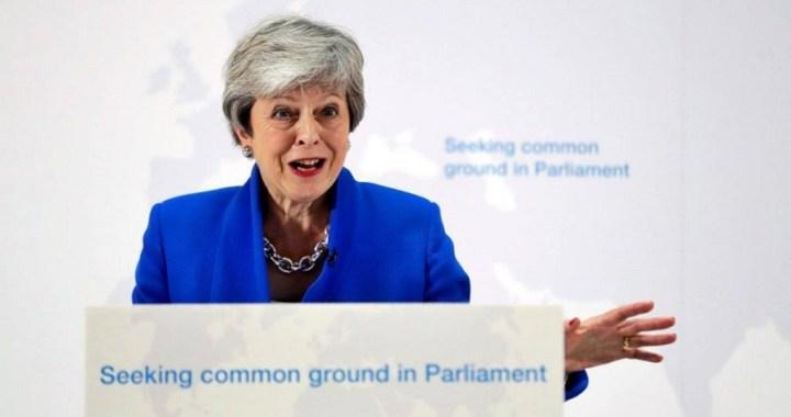 May abre la puerta a otro referéndum del Brexit si se aprueba su acuerdo