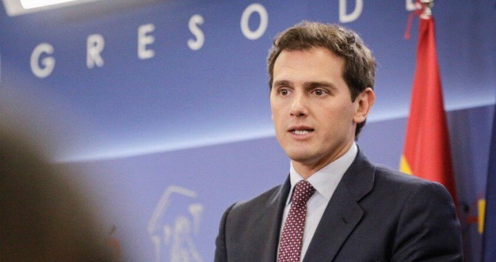Albert Rivera: 'Le hemos dicho a Sánchez que estaremos en la oposición y no apoyaremos su investidura'