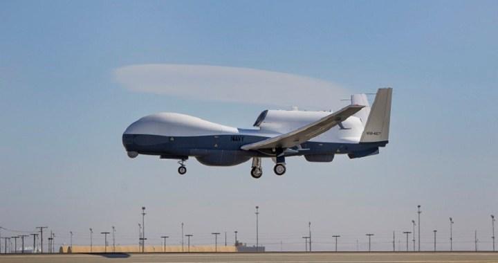 """Irán afirma haber derribado un """"avión espía estadounidense"""" en su territorio"""