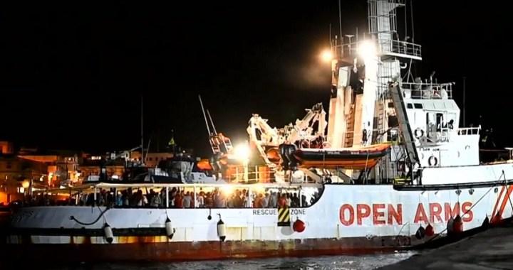 La Fiscalía italiana ordena la incautación del Open Arms y el desembarco de inmigrantes