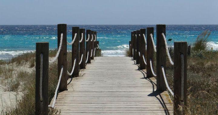 Vacacionar en Menorca es disfrutar de playas increíbles, bosques soñados y los paisajes más bellos