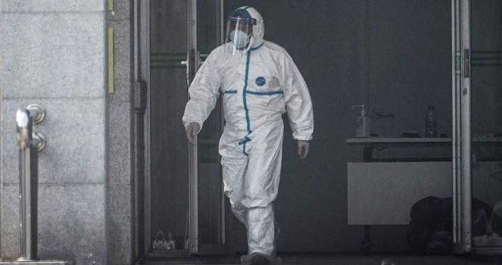 """China informa de que los casos de """"coronavirus"""" aumentan a 440, con nueve fallecidos"""