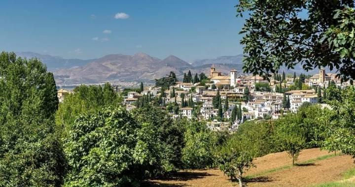¿Cuál es la manera más económica de conocer Granada?