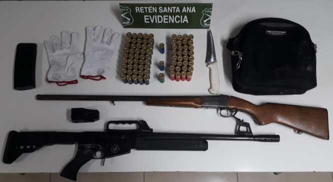 San Javier: Carabineros detuvo a cinco personas que transportaban armamento y municiones cinco personas