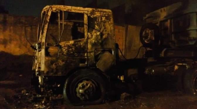 Impactante y ruidoso incendio de camión