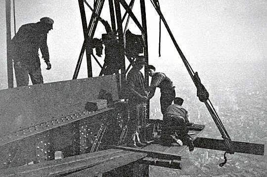 Torre Eiffel Construção - Segurança no Trabalho