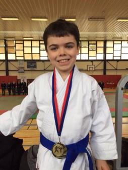 Médaille d'or en Kata masculin ! (pupille)