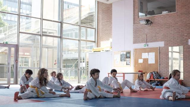 échauffement cours karate enfant