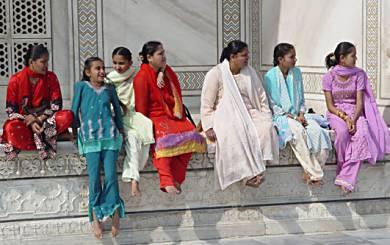 https://i1.wp.com/www.horizonsunlimited.com/newsletter/images2005/2005-02_Heggstad-IndianWomen.jpg