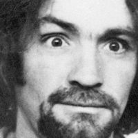Charles Manson décède à l'âge de 83 ans