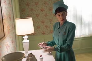 RATCHED (L to R) JUDY DAVIS as NURSE BETSY BUCKET in episode 101 of RATCHED Cr. SAEED ADYANI/NETFLIX © 2020