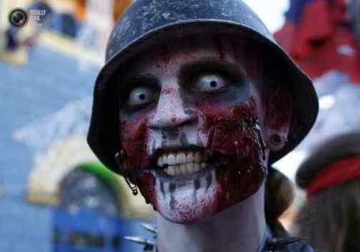 Halloween-Costumes-In-German-001